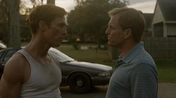 A la izquierda, Rust Cohle (Mathew McConaughey); a la derecha, Martin Hart (Woody Harrelson).